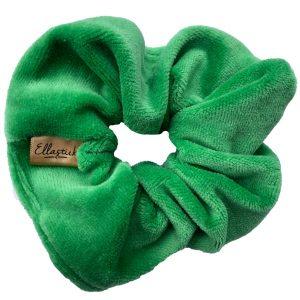 een scrunchie met stof van velours en als kleur appelgroen