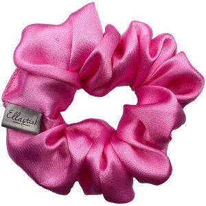 Een scrunchie met als stof satijn en als kleur roze