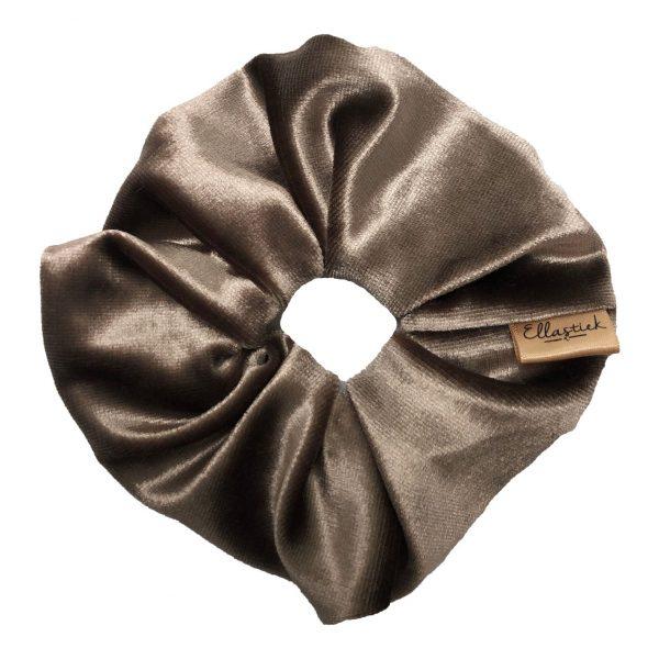 Scrunchie met luxe uitstraling van velvet met als kleur taupe