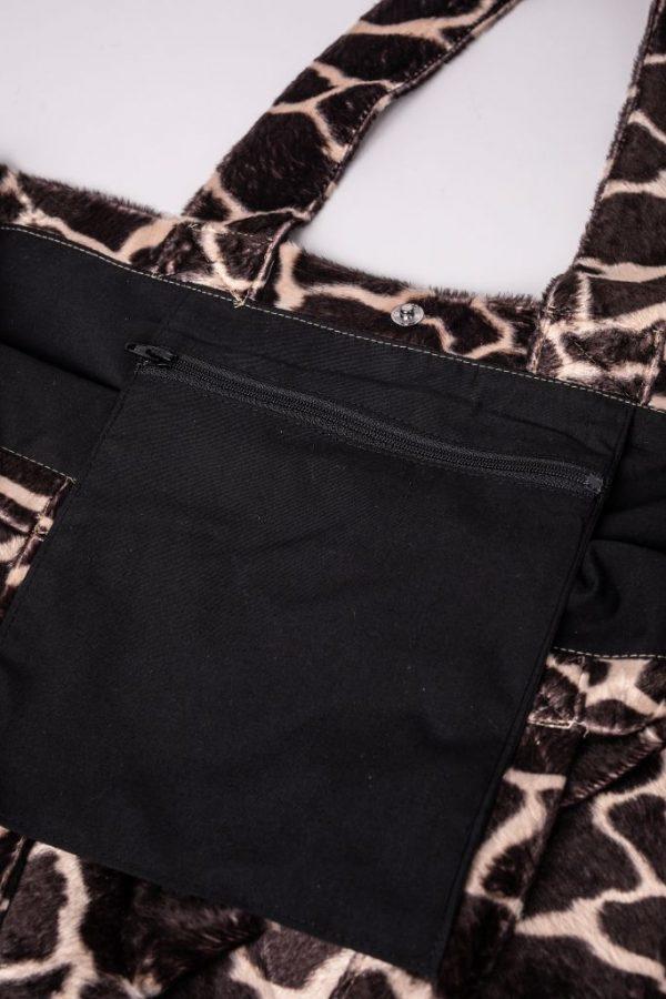 binnenzak met rits in de XL tas met giraffe print