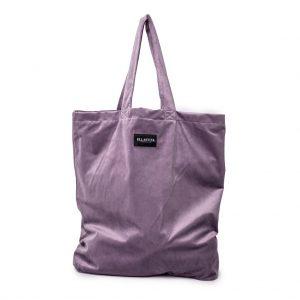 voorkant van de XL bag van velvet in de kleur lila