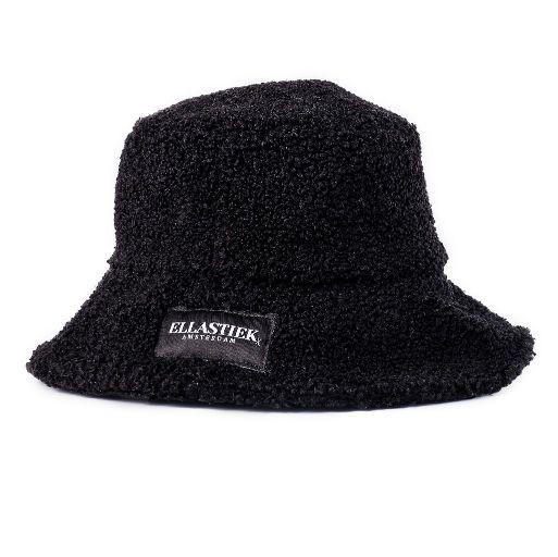 reversible bucket hat van zwarte teddy stof met het logo aan de voorkant