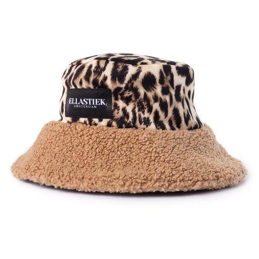 reversibel bucket hat met teddy stof in de kleur beige met panterprint stof met aan de voorkant het logo er op