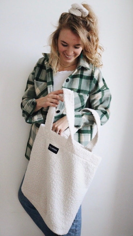 XL shopper in witte teddy stof met matchende scrunchie