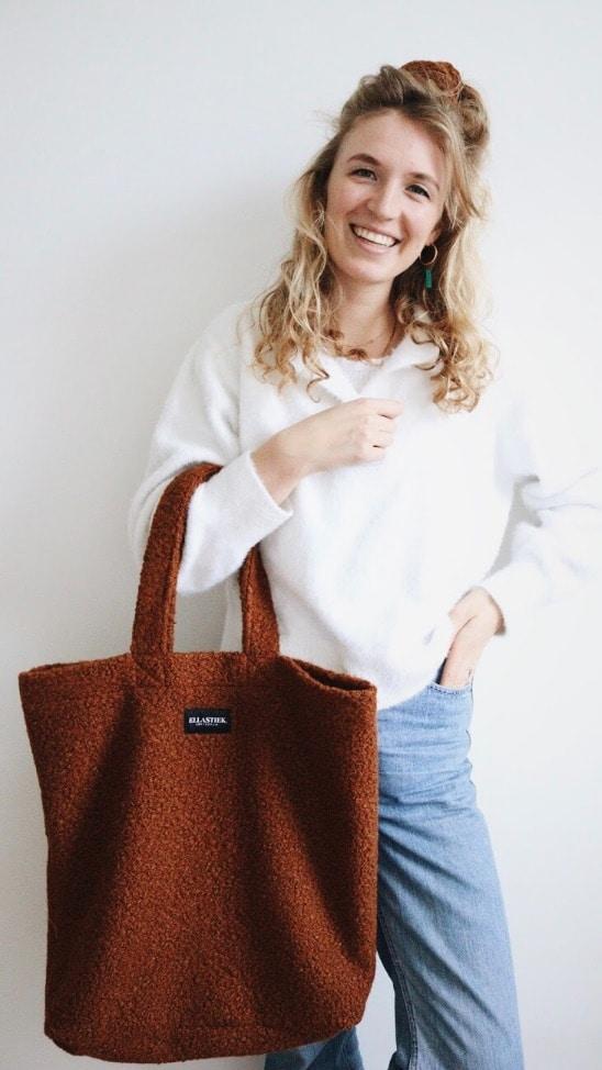 XL shopper van bruine teddy stof met matchende scrunchie