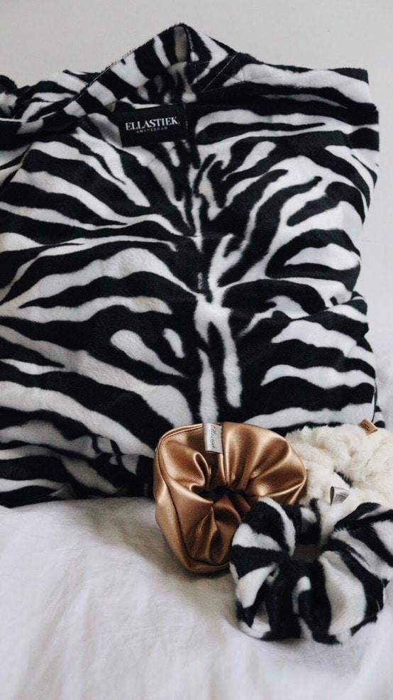 XL shopper met zebra print en verschillende scrunchies
