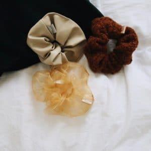 3 verschillend scrunchies met verschillende stoffen