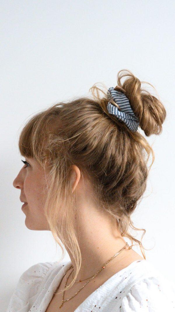 Blauw witte streep scruchie Minkstiek