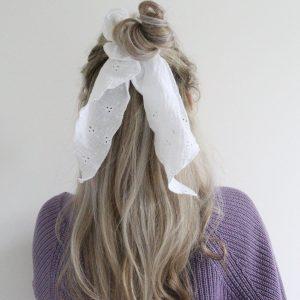 witte haarsjaal borduursel Luukstrik
