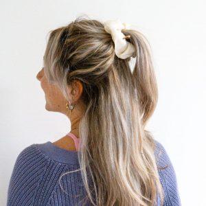 witte scrunchie, haarelastiek
